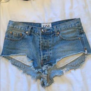 """One Teaspoon """"rollers"""" Jean shorts"""